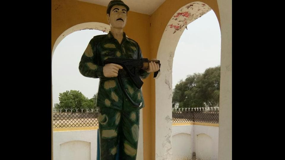 martyr's statue vandalised,statue vandalised,Hisar