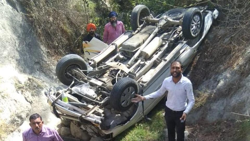 Local people help in rescue operation in Nehrian in Una district where six people were killed and seven were injured after car they were travelling in rolled down a gorge.