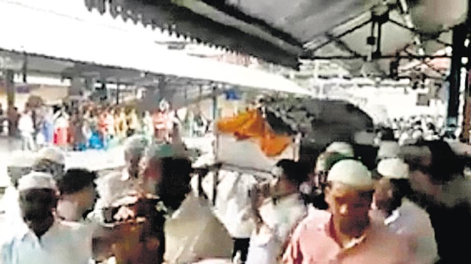 A video grab of a funeral procession passing through Kurla station on Sunday. The video was uploaded on Twitter by a member of Rail Yatri Parishad.