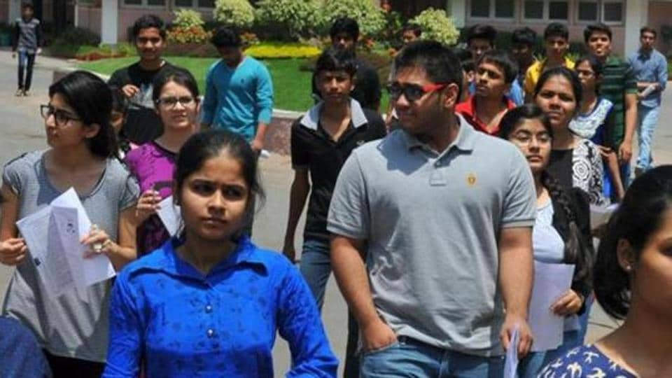 The top 220,000 candidates of JEEMain will be eligible for JEE Advanced 2018 for admission to Indian Institutes of Technology (IITs) and other top engineering institutes.