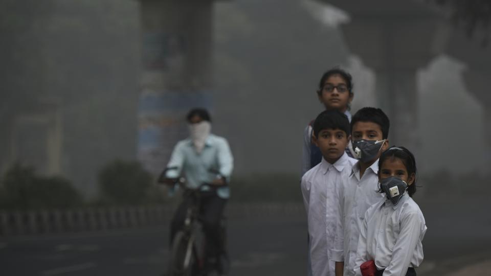 School children leaving for school amid heavy smog, in New Delhi.
