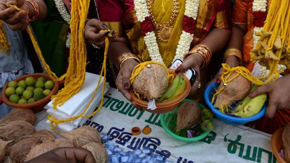 The brides purchase 'thali' or yellow threads that will be tied around their necks during the marriage ritual. The festival and its participants re-enact Aravan and Mohini's marriage from the Mahabharata. (Arun Sankar / AFP)