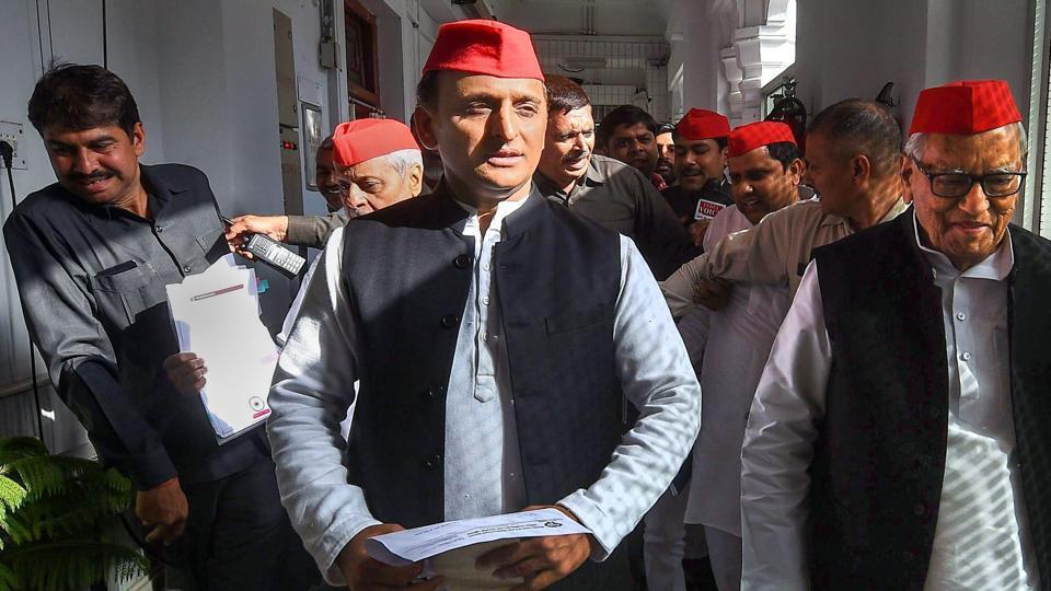 Samajwadi Party president Akhilesh Yadav  will meet Telangana Rashtra Samithi chief K Chandrasekhar Rao in Hyderabad.