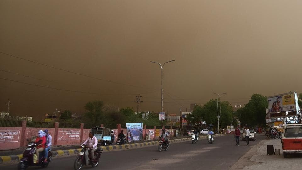 A heavy dust storm swept across several parts of western and northern India on Wednesday, killing more than 100 people and injuring hundreds more in Uttar Pradesh, Rajasthan and Uttarakhand, uprooting trees and disrupting power supply in Punjab, Haryana and Madhya Pradesh. (PTI)