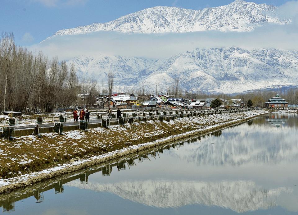 The banks of the Dal Lake in Srinagar after fresh snowfalll.