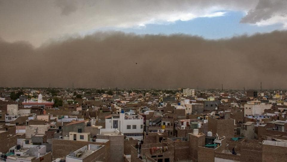 Bikaner is seen enveloped in a sudden dust storm on Wednesday. A heavy dust storm swept across several parts of western and northern India on Wednesday, killing at least 68 people and injuring hundreds in Uttar Pradesh, Rajasthan and Uttarakhand. (PTI)
