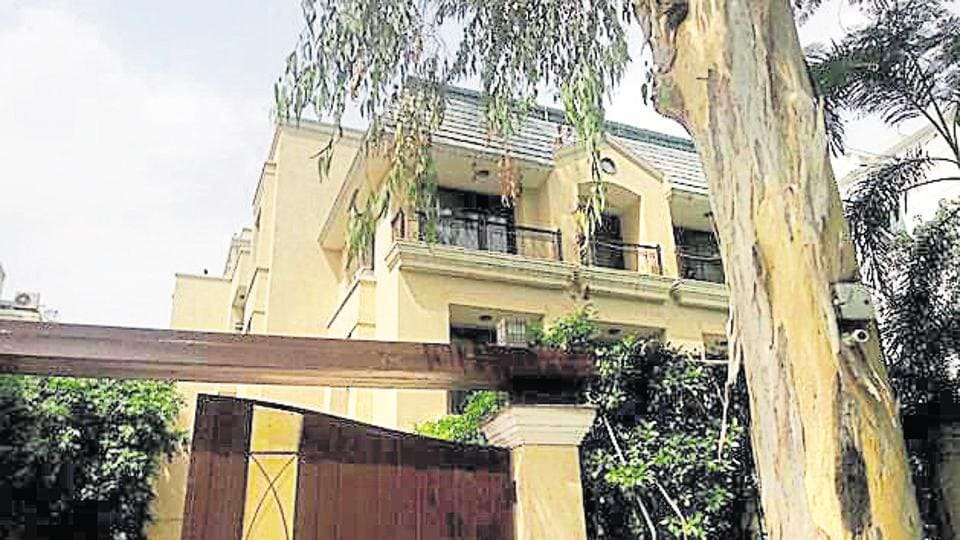 A police team had reached the house in Vasant Vihar, E block, after receiving a tip off that Virender Dhingra had come to meet his son.