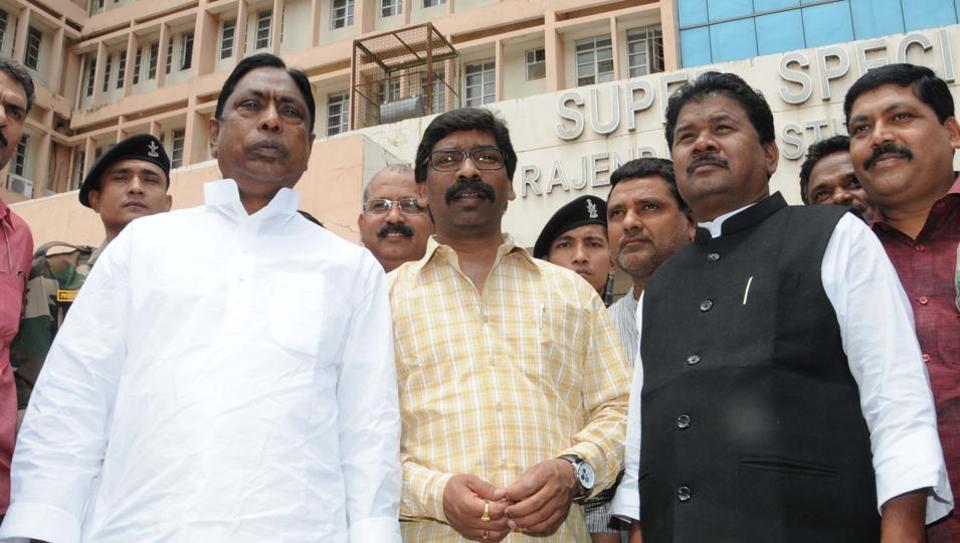 JMMpresident Hemant Soren , Congress legislator Alamgir Alam and JVM(P) leader Bandhu Tirkey  emerge from the  Rajendra Institute of Medical Sciences in Ranchi after meeting RJD president Lalu Prasad recently.