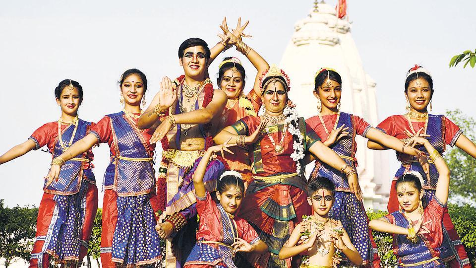 Rahul and Seema Gupta performing Bharatnatyam with their students in Panchkula