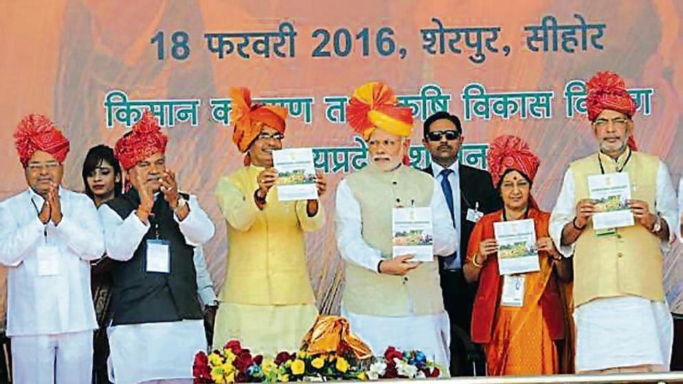 Prime Minister Narendra Modi and senior BJP leaders launch the Pradhan Mantri Fasal Bima Yojana in 2016.
