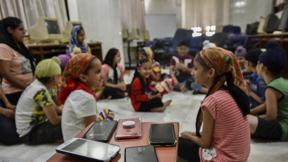 Sikh initiative for mobile deaddiction at Gurudwara Sri Dasmesh Darbar in Sion Koliwada in Mumbai