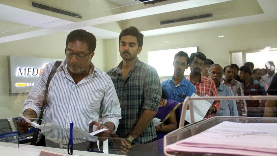 Sila Samayangalil stars Prakash Raj, Ashok Selvan and Shreya Reddy.