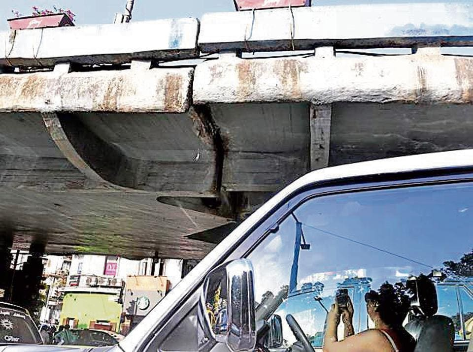 Images of a fissure on the Kemps Corner flyover went viral on Sunday morning, sparking outrage on Twitter.