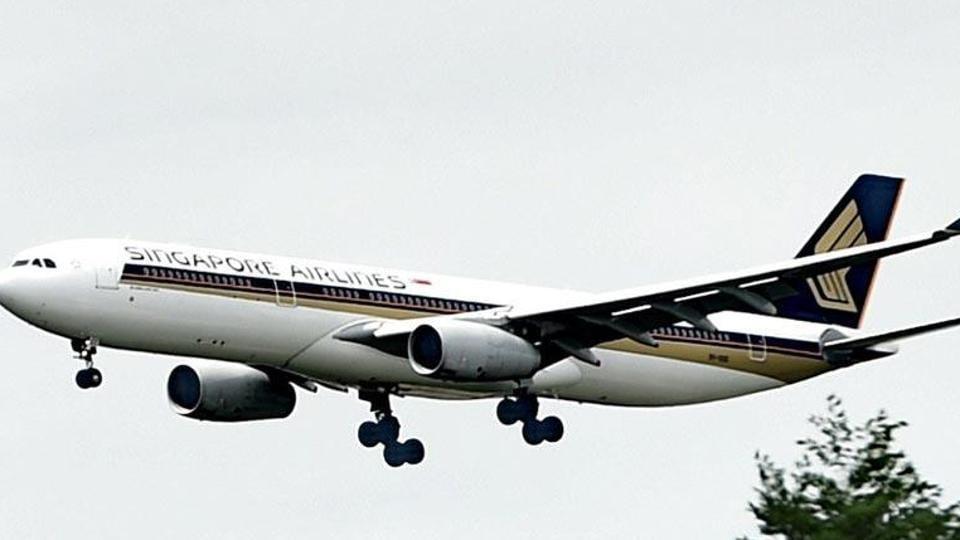 Singapore Airlines flight suffers hydraulic failure