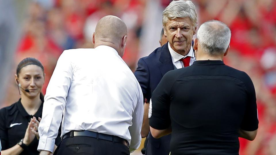 Arsenal's  manager Arsene Wenger (2nd R) shakes hands with Burnley's English manager Sean Dyche as he arrives for the English Premier League football match between Arsenal and Burnley at the Emirates Stadium. (AFP)