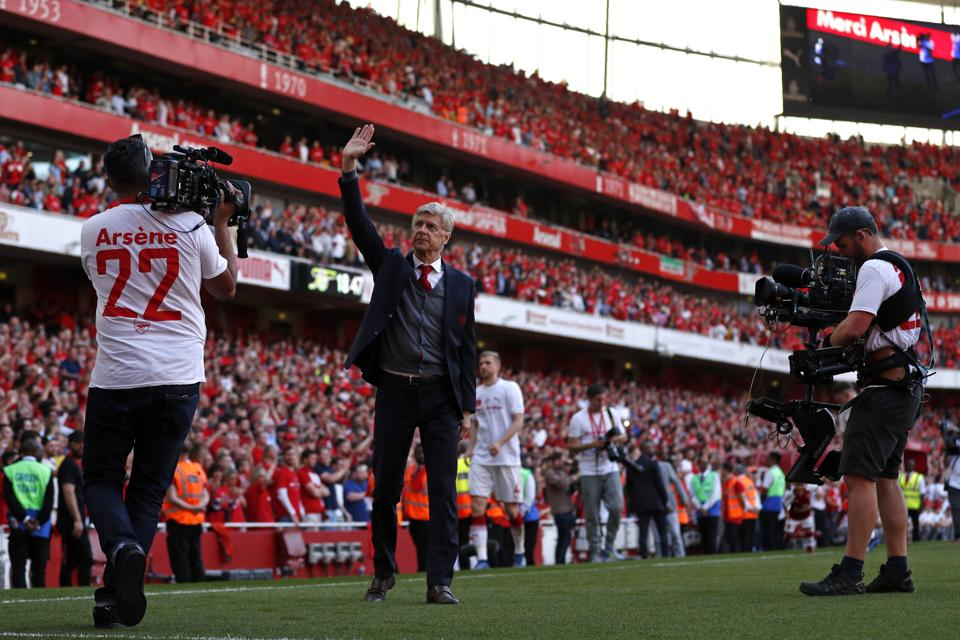 Arsenal manager Arsene Wenger gestures to supporters as he does a lap of honour on the pitch. (AFP)