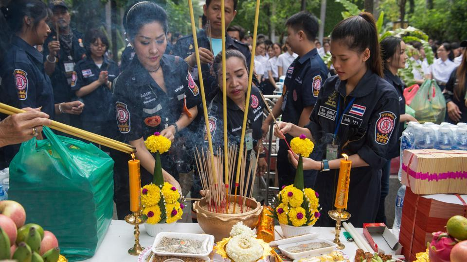 Volunteers light incense during the religious ceremony by Chulalongkorn University medical students. Rituals honouring medical cadavers are a common practice in Thailand, where the ceremonies fuse elements of Hinduism with the country's majority Buddhist faith.  (Romeo Gacad / AFP)