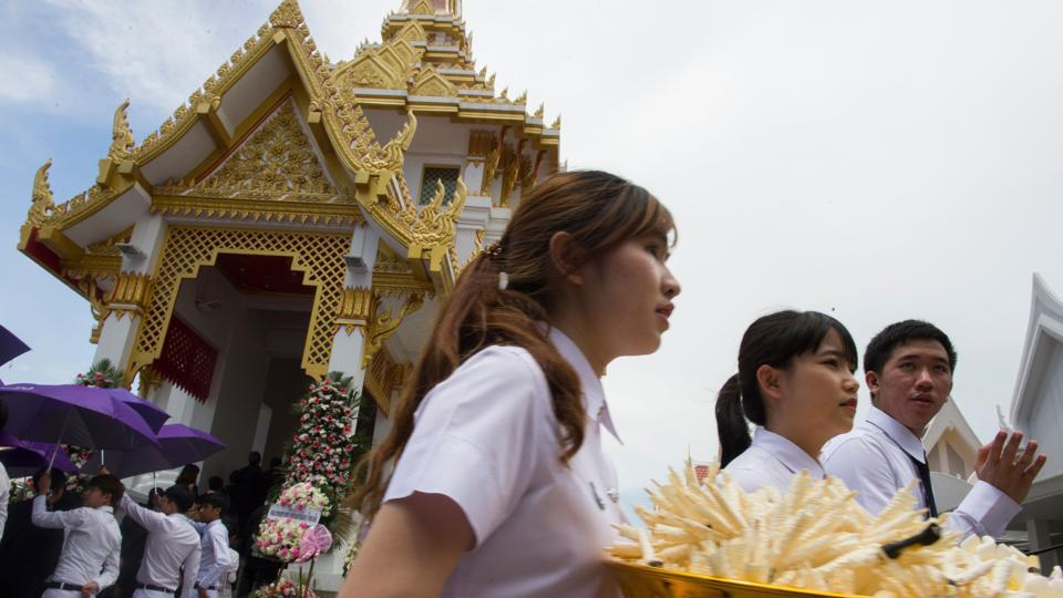"Chulalongkorn University medical students carry flowers to be handed to hundreds of family members during the cremation ceremony for the cadavers at Buddhist That Thong temple in Bangkok. ""We needed their bodies to study and today is the day we thank them,"" Kositchaiwat said.  (Romeo Gacad / AFP)"