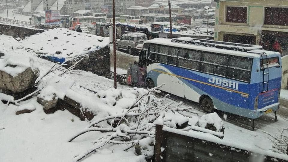 At least one pilgrim died and hundreds, including former chief minister Harish Rawat and Rajya Sabha member Pradeep Tamta, were stranded on Tuesday after a fresh spell of snowfall at the Kedarnath and Badrinath shrines in Uttarakhand. Snowfall of about five inches has been reported at Kedarnath, which has disrupted helicopter services and pilgrim movement. (ANI)