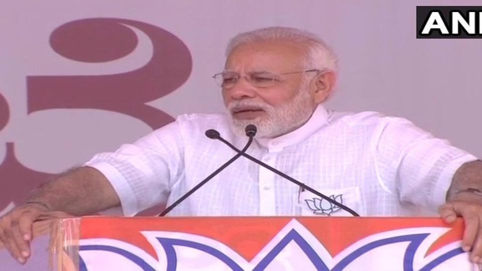 Prime Minister Narendra Modi addresses a public rally in Kolar on Wednesday.