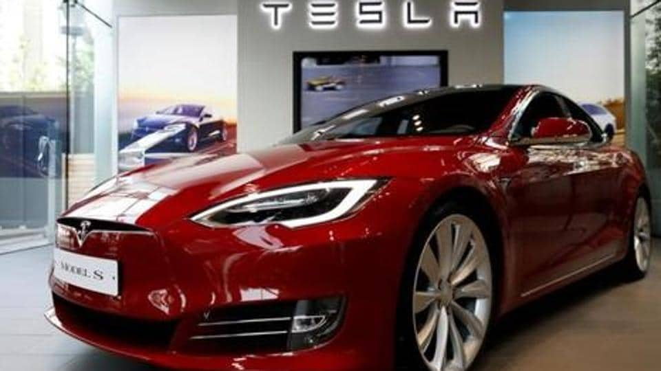 Feds probe fatal Tesla crash and fire in Florida
