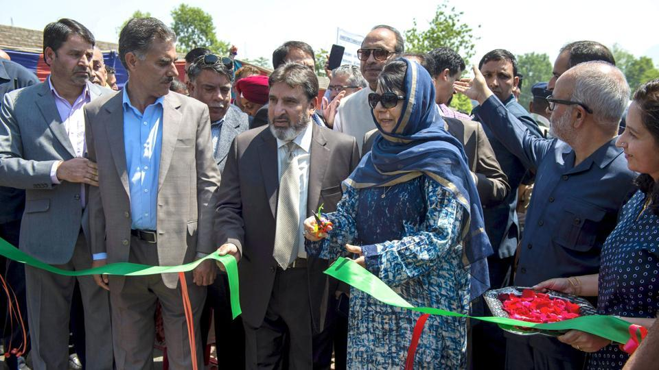 Mehbooba throws open Phase-1 of Jehangir Chowk-Rambagh flyover