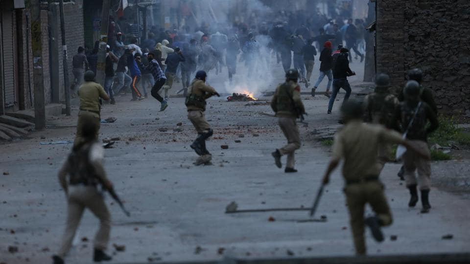 Protesters throw stones at government forces during a protest in Srinagar on May 08, 2018.  (Mukhtar Khan / AP)