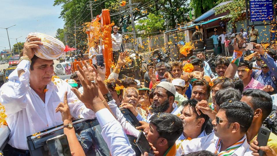 Congress leader Raj Babbar is showered with flowers during an election campaign ahead of the Karnataka assembly elections in Mysore on May 04, 2018. (PTI)
