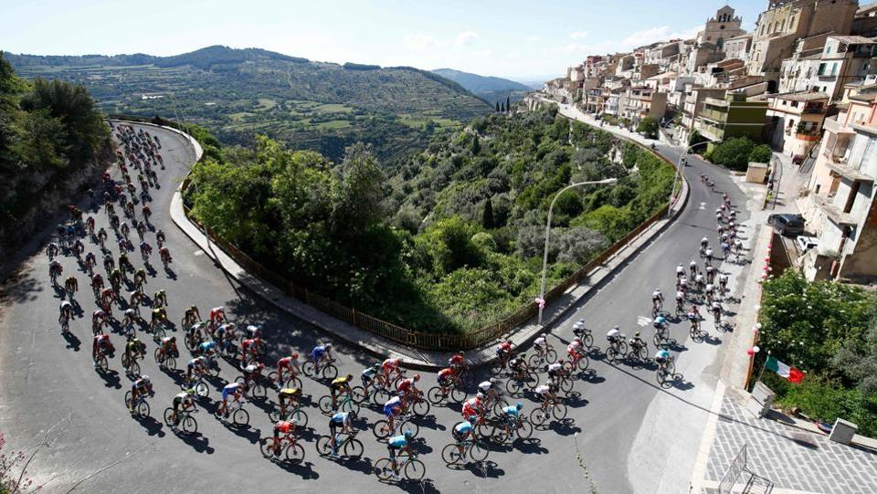 The pack rides in Monterosso Almo during the 4th stage between Catania and Caltagirone (Sicily) of the 101st Giro d'Italia, Tour of Italy cycling race. (Luk Benies / AFP)