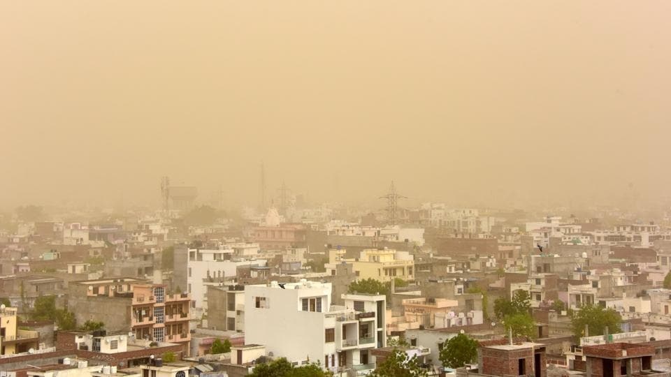 An overview of the Jaipur skyline during a dust storm in Rajasthan on May 08, 2018. (Vinay Joshi / REUTERS)