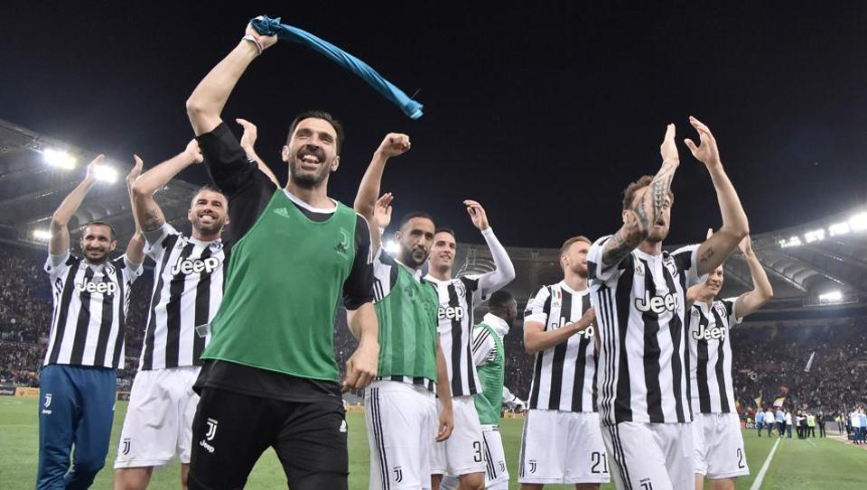 13b738b90ee Juventus won a seventh straight Serie A title on Sunday after a goalless  draw against ten-man Roma at the Stadio Olimpico. The Turin giants become  the first ...