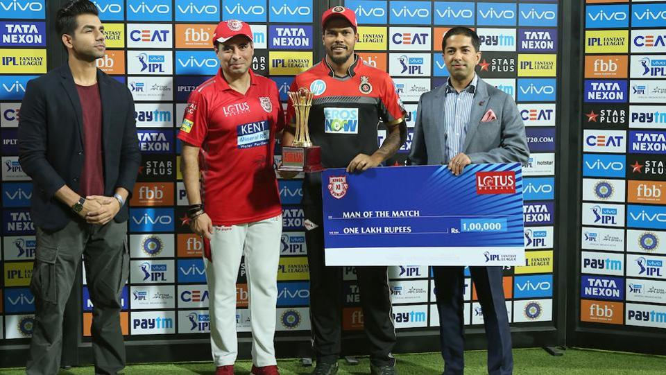 Umesh Yadav of the Royal Challengers Bangalore received the man of the match award for picking 3/23 in his four overs. (BCCI)