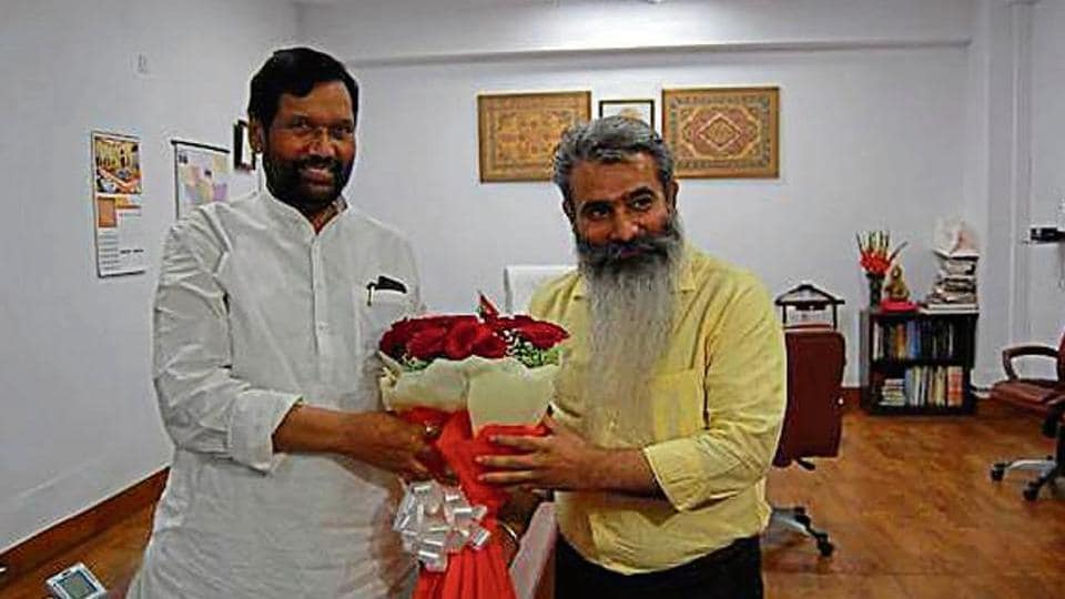 Punjab food and civil supplies minister Bharat Bhushan Ashu with Union minister for consumer affairs, food and public distribution Ram Vilas Paswan in New Delhi on Wednesday.