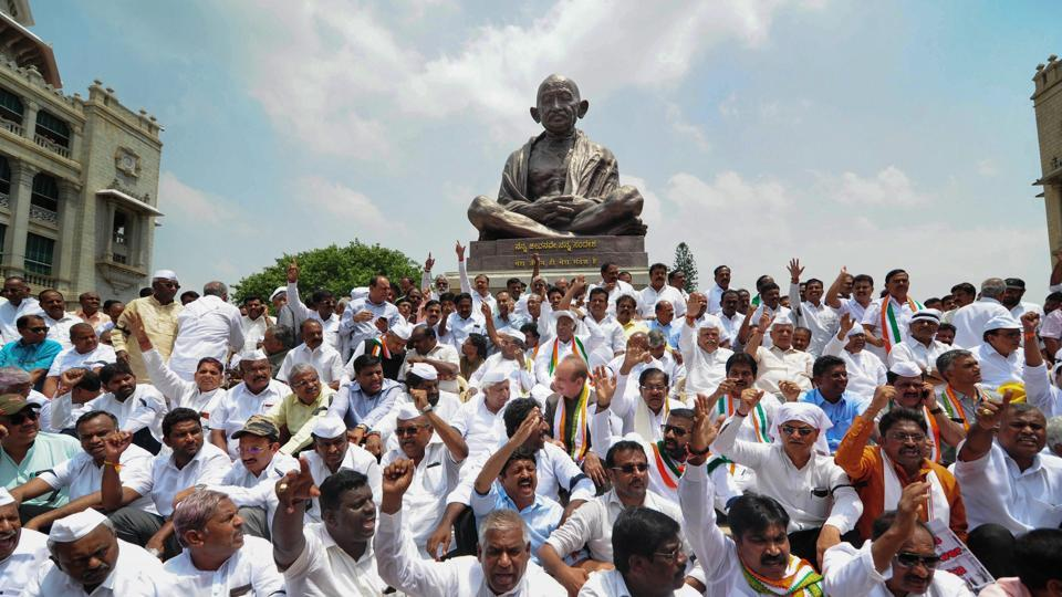 JD(S) and Congress supporters and MLAs stage a dharna in front of the Gandhi Statue near Vidhan Soudha to protest against Karnataka Governor Vajubhai Vala's invitation to BJP to form the government, Bengaluru, May 17