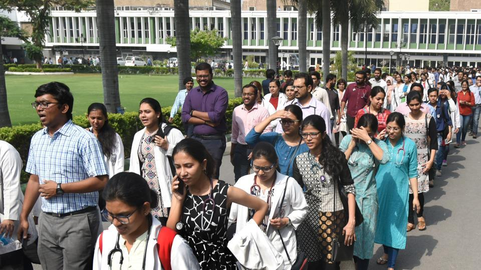 As per the Medical Council of India(MCI) norms, the post-graduate medical student is entitled to receive a specified amount as stipend. (HT representational photo)