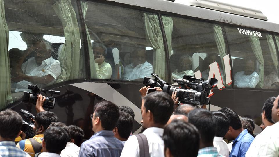 BS Yeddyurappa heads to Raj Bhavan, to take oath as CM shortly