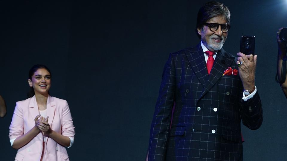 Actors Amitabh Bachchan and Aditi Rao Hydari during the launch of the OnePlus 6 smartphone in Mumbai on Thursday.