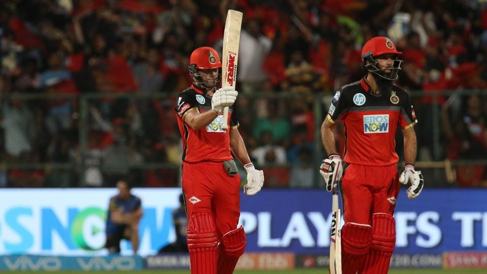 AB de Villiers (L) and Moeen Ali unleashed some powerful strokes with their bats to put RCB in a strong position. (BCCI)