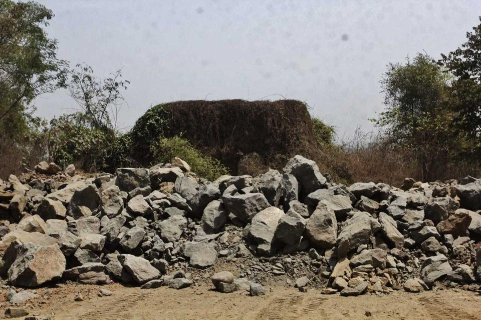 Nagla Bunder is the narrowest point in Thane creek and used to be an important port for the Portuguese more than 400 years ago. Once the hill was used as a watch tower to observe the sea, but rock mining has reduced it to rubble.  (PRAFUL GANGURDE/HT PHOTO)