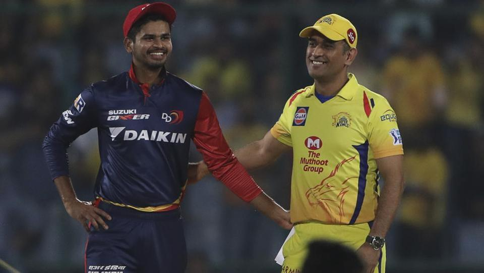 Chennai Super Kings captain MS Dhoni (R) talks to Delhi Daredevils captain Shreyas Iyer after wining the toss and electing to field.  (AP)