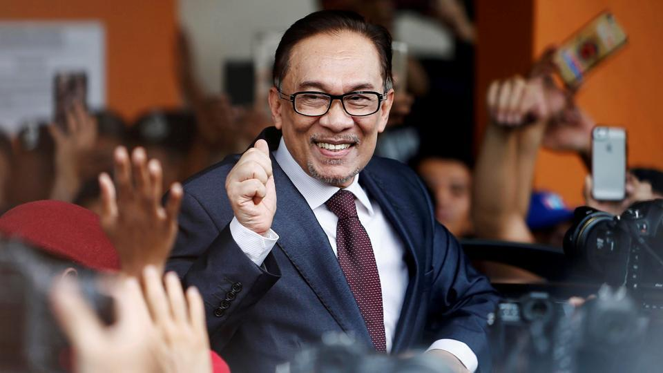 Malaysian politician Anwar Ibrahim gestures as he leaves a hospital where he is receiving treatment, ahead of an audience with Malaysia's King, in Kuala Lumpur, Malaysia. Ibrahim received a full pardon against charges of corruption and sodomy as promised by newly elected Prime Minister Mahathir Mohamad. (Lai Seng Sin / REUTERS)