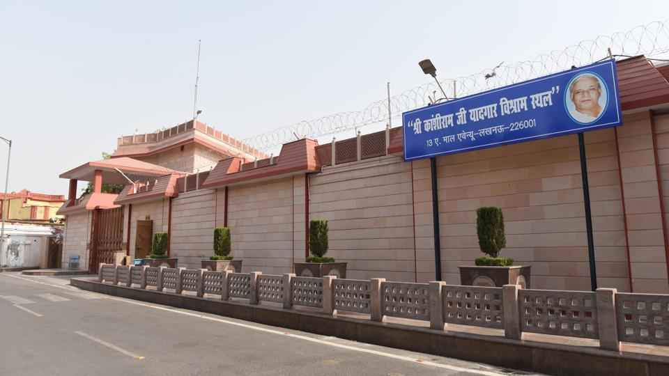 A board describing former chief minister Mayawati's official residence on 13-Mall Avenue as 'Shri Kanshi Ram Ji Yaadgar Vishram Sthal' was put up on Monday.