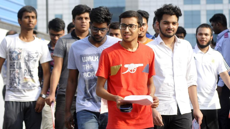Over 17,000 candidates did not take up the JEE (Advanced) examination held in two shifts at 573 centers across the country on Sunday. As many as 1,57,496 appeared for the first paper and 1,55,091 made it to the second paper. The examination passed off peacefully on Sunday, with no case unfair means being reported from any centres. (Sunil Ghosh / HT Photo)