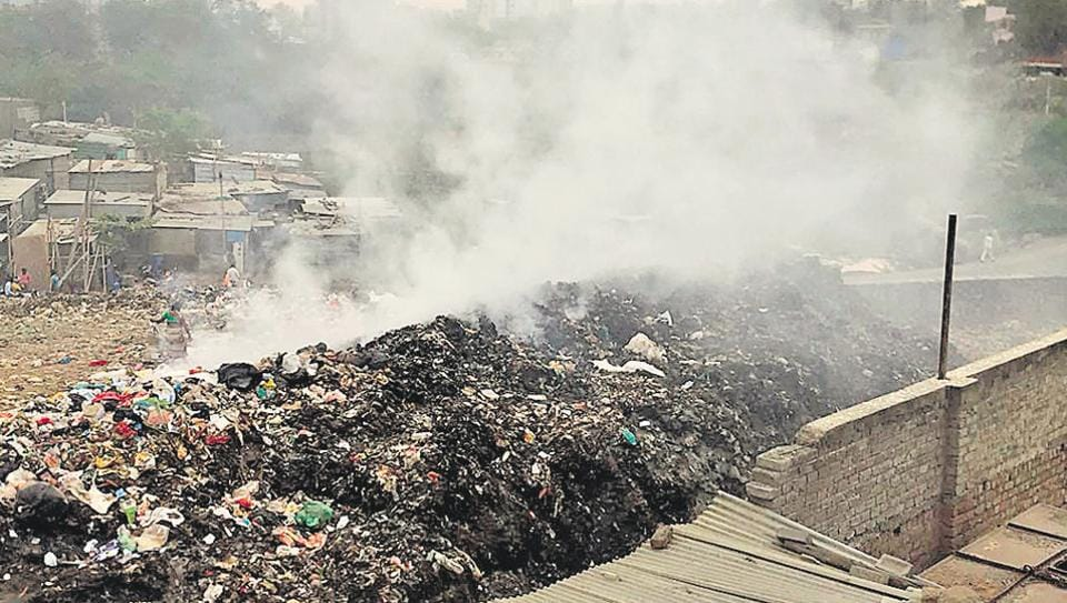 pune,maharashtra,garbage burning