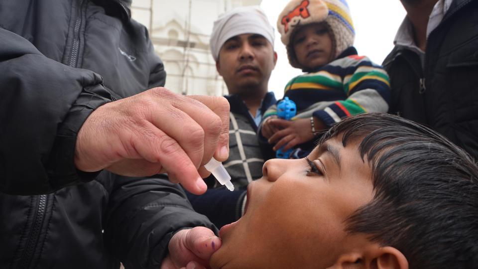A WHO official said 4,64,865 children have been administered vaccination in the last four years at Nepal border entry points.(HT File Photo)