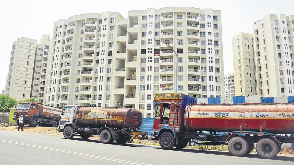 Pune,housing societies,water mafia