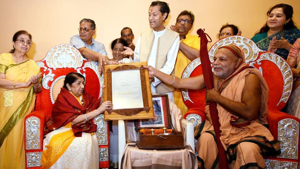 Lata Mangeshkar,Anupam Kher,Singer