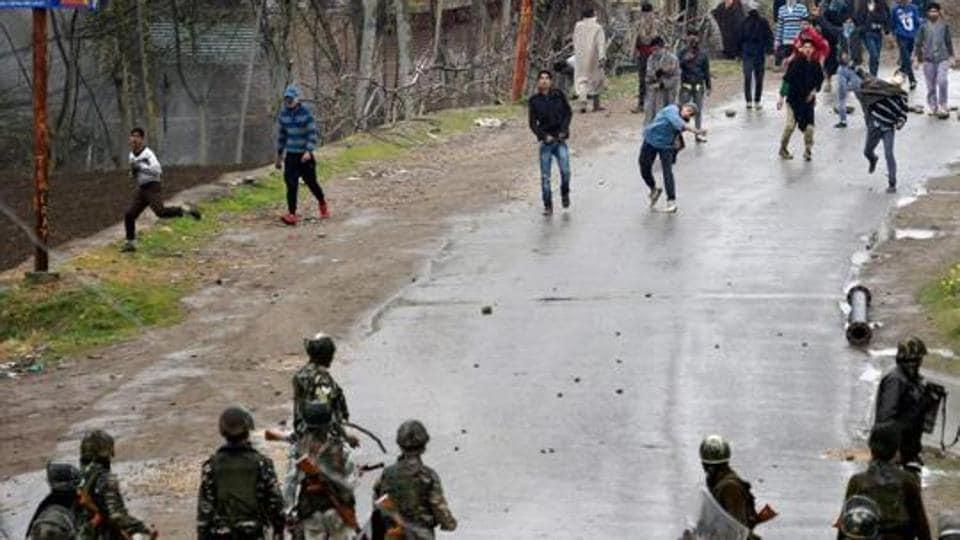 Kashmir,Stone-pelting,Iftar