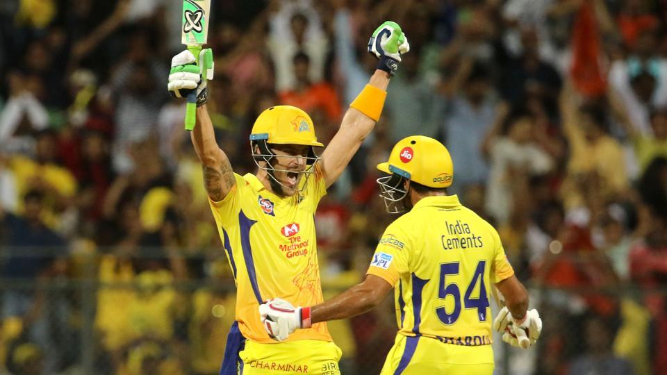 Faf du Plessis celebrates with Shardul Thakur after Chennai Super Kings defeated Sunrisers Hyderabad to enter IPL 2018 final. (BCCI)