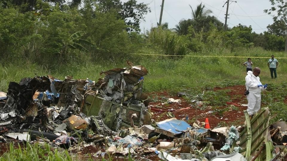 A rescue team member works at the wreckage of a Boeing 737 plane that crashed in the agricultural area of Boyeros, around 20 km (12 miles) south of Havana, shortly after taking off from Havana's main airport in Cuba, May 18, 2018. REUTERS/Alexandre Meneghini